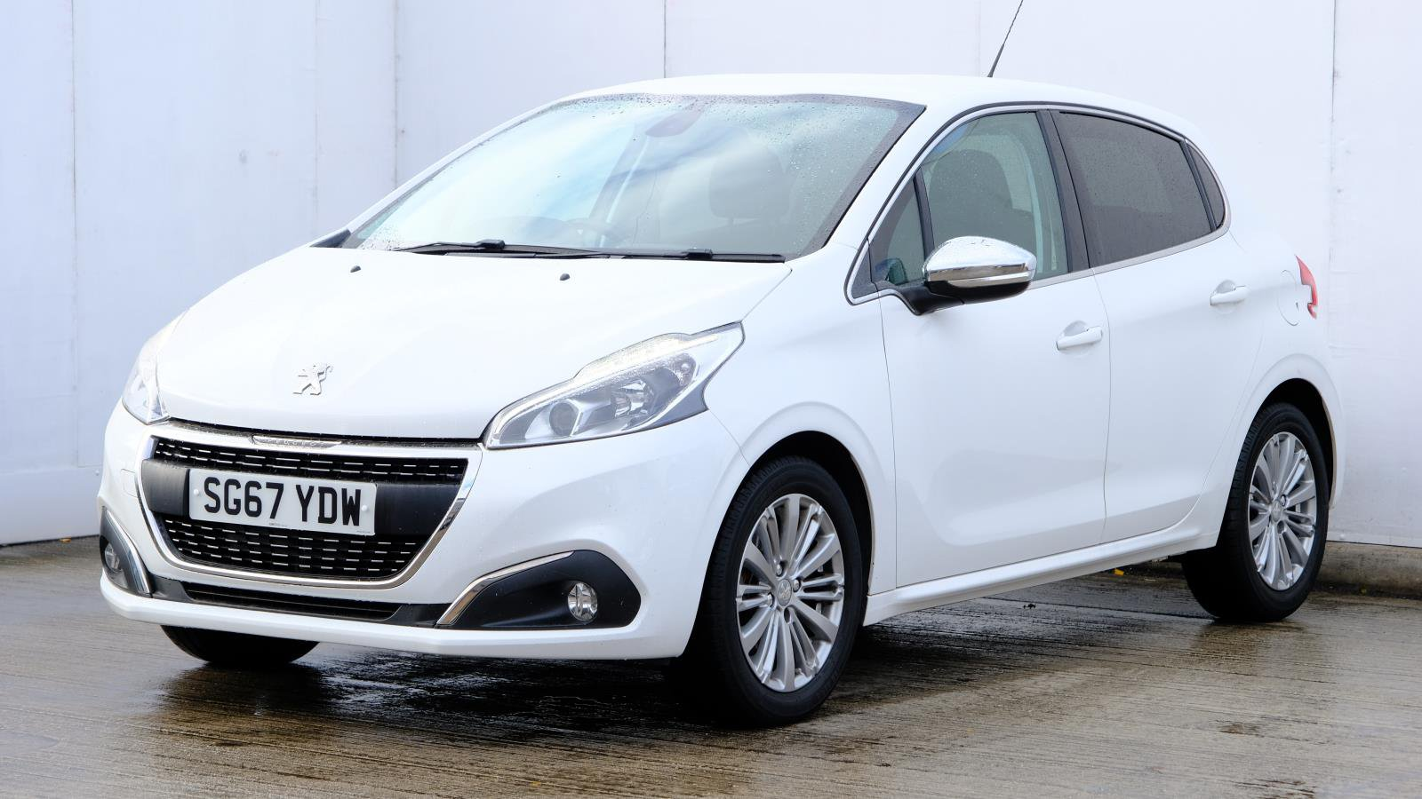 Used Peugeot 208 1 2 Puretech 82 Allure 5dr White Sg67ydw Manchester