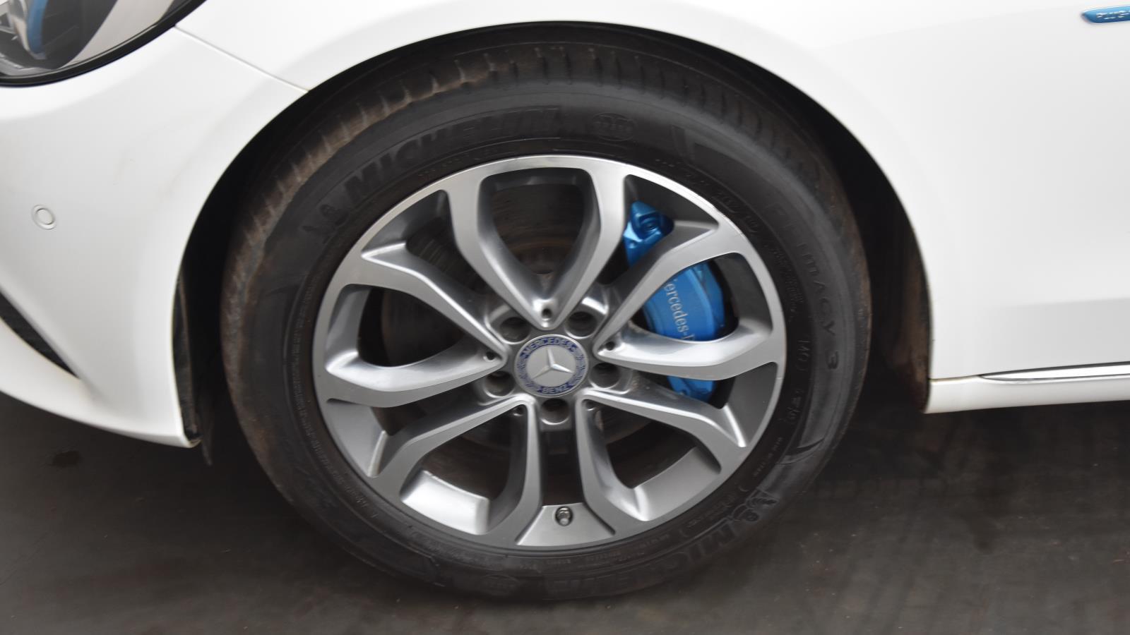 Used MERCEDES-BENZ C CLASS C350e Sport 5dr Auto   White